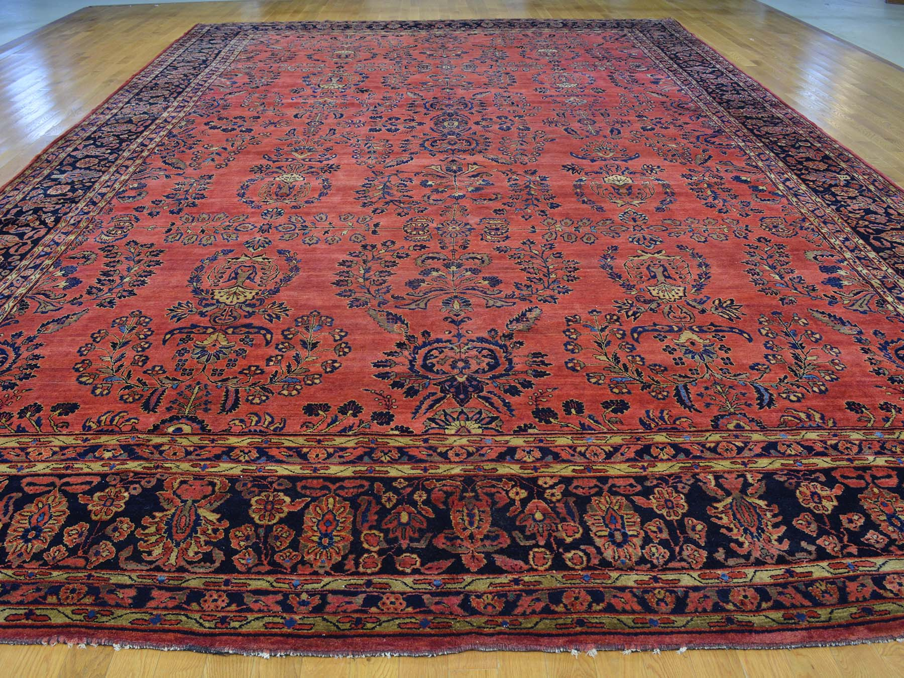 Sarough Persian Rug