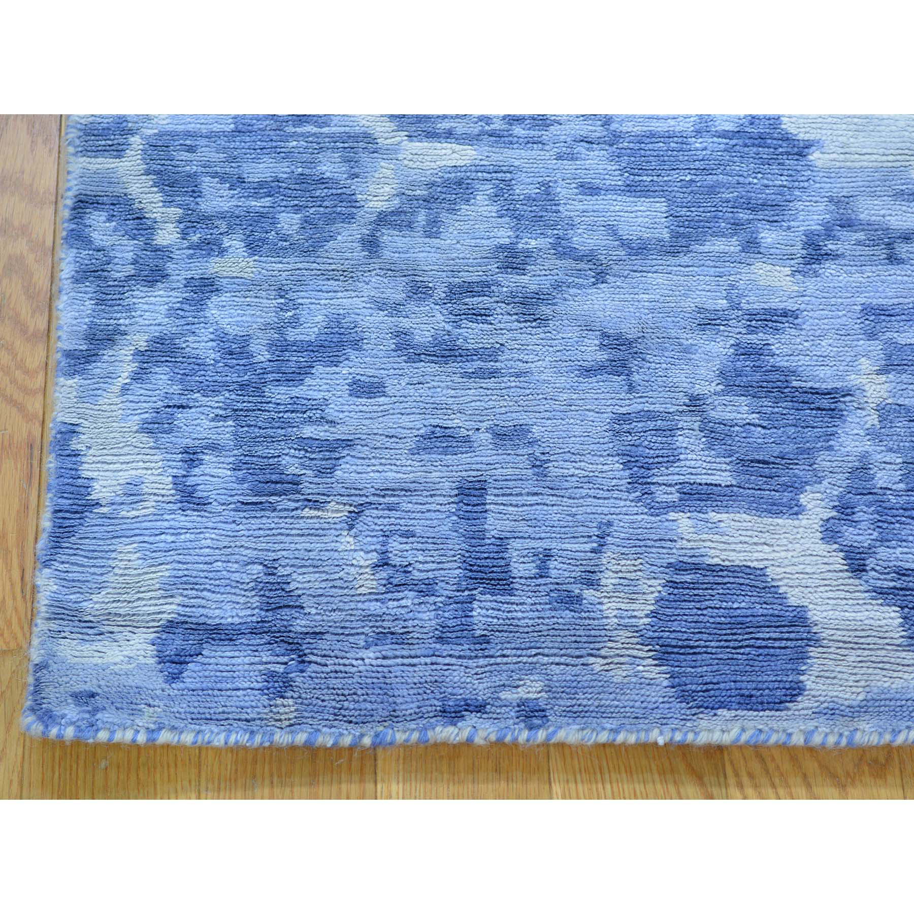 2- x 3- THE HONEYCOMB Hand Knotted Award Winning Design Oriental Rug
