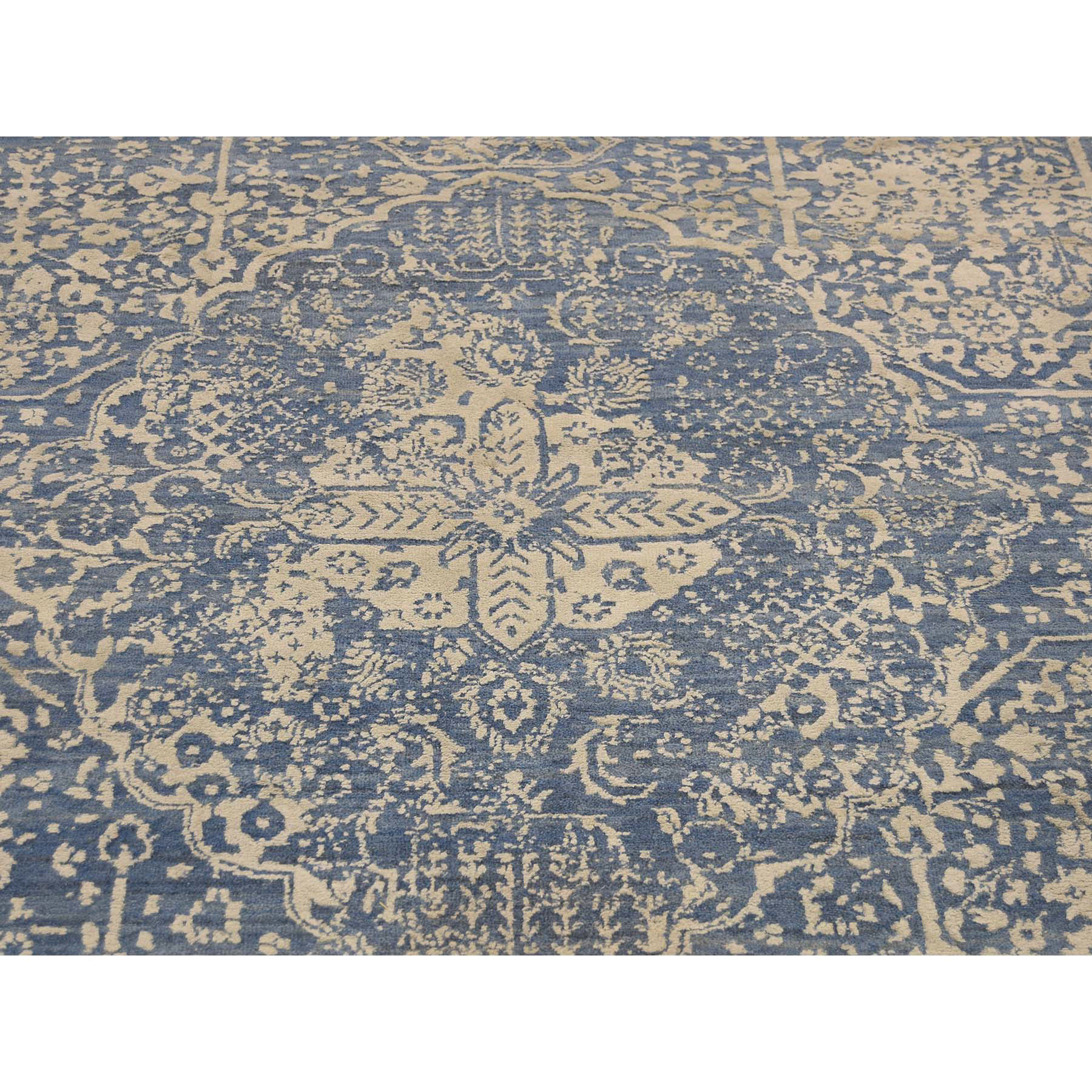 8-2--x10-1-- Wool and Silk Hand-Knotted Broken Persian Design Rug