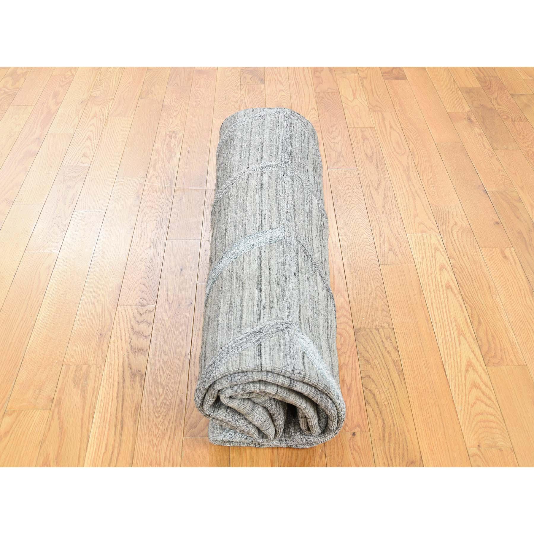 "6'x8'10"" Hand Loomed Wool and Silk Modern Arrow Design Grey Hi-Lo Pile Rug"