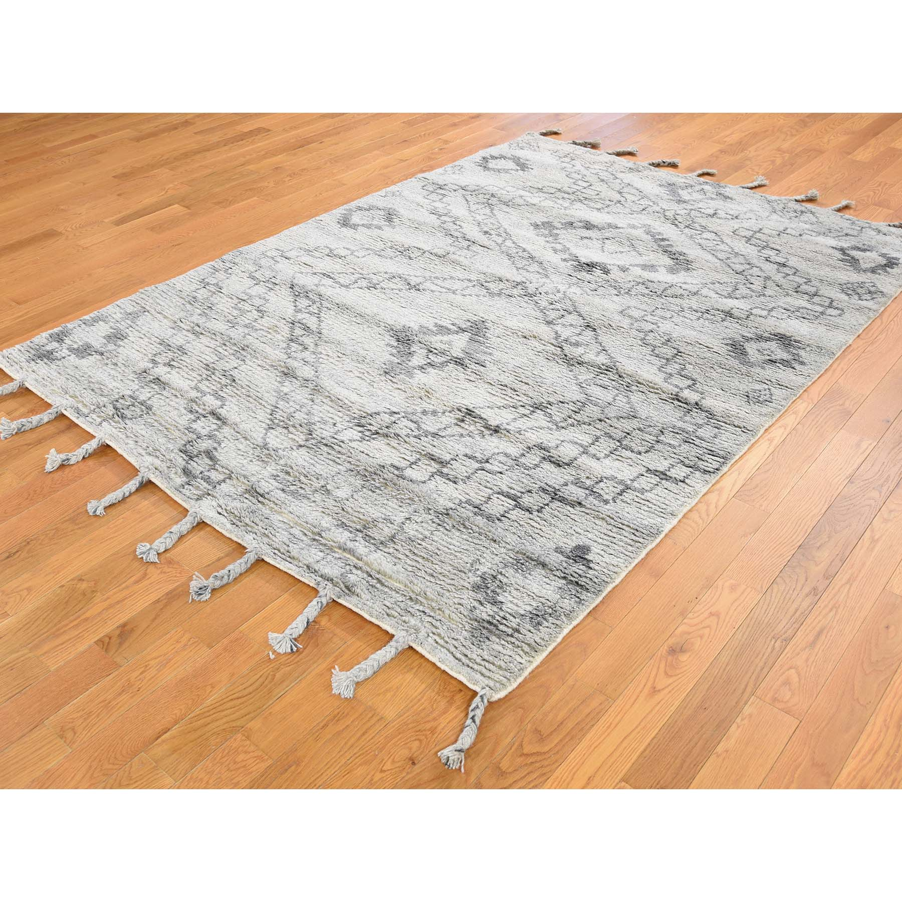 5-4 x7-6  Moroccan Berber Thick and Plush 100 Percent Wool Hand-Knotted Oriental Rug