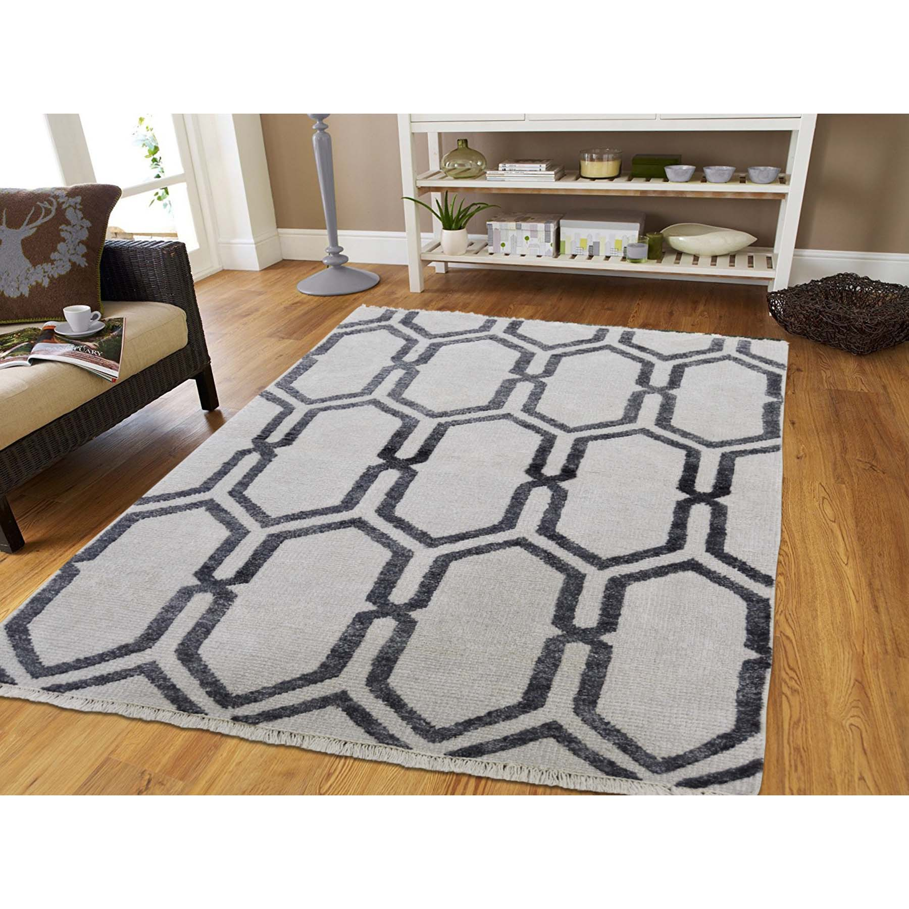 4-x6- Ivory Geometric Design Wool and Silk Hand-Knotted Oriental Rug