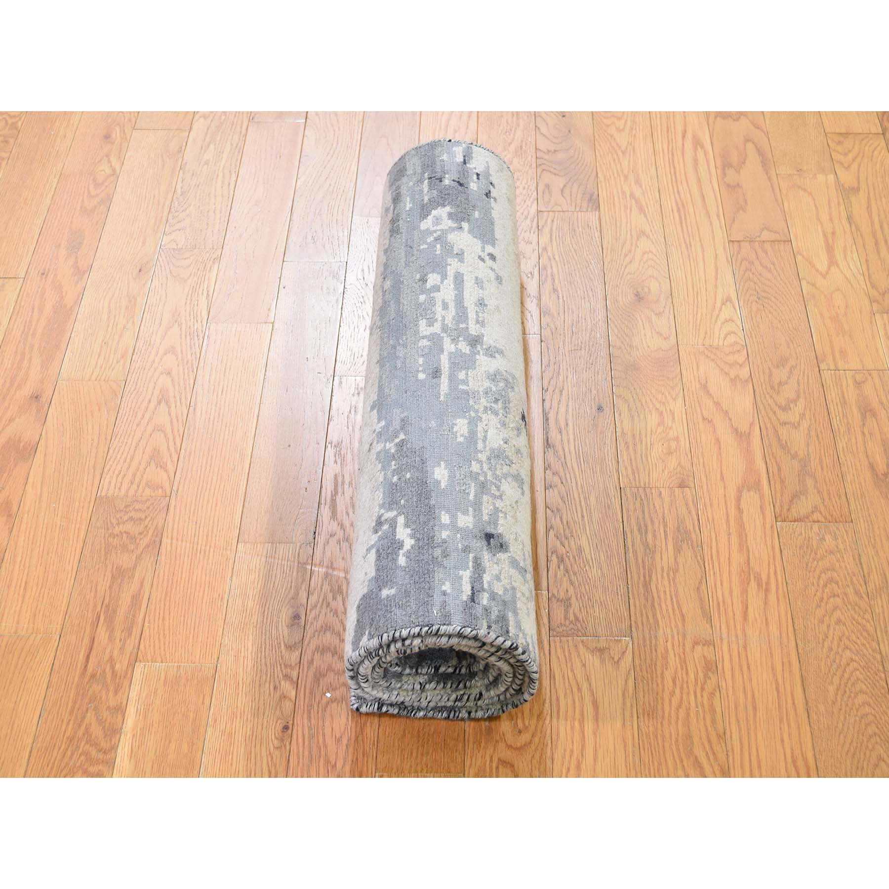 """2'6""""x5'10"""" Wool And Silk Hi-Low Pile Abstract Design Runner Hand-Knotted Oriental Rug"""