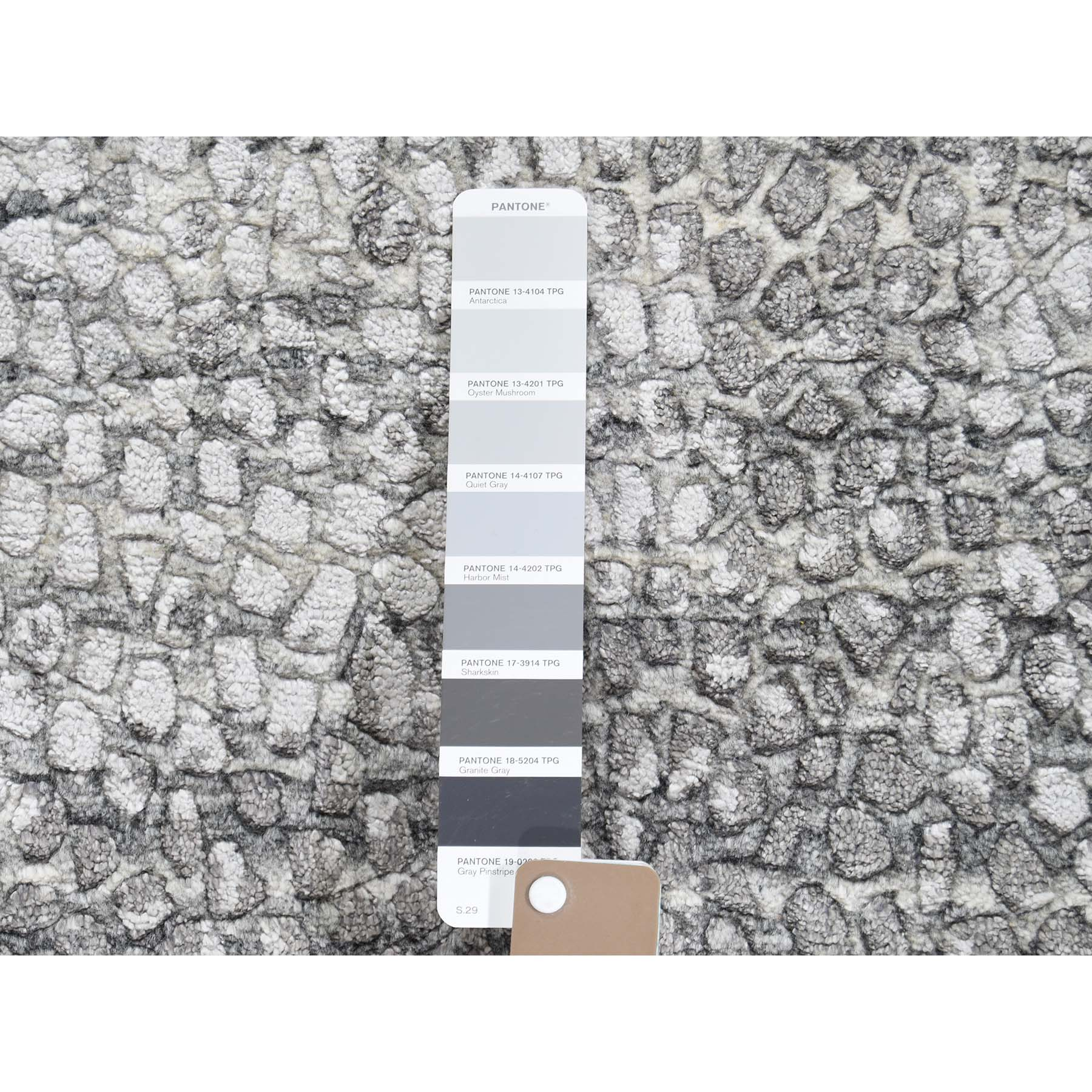 "5'2""x6'10"" Gray Silken Roman Mosaic Design Hand-Knotted Oriental Rug"