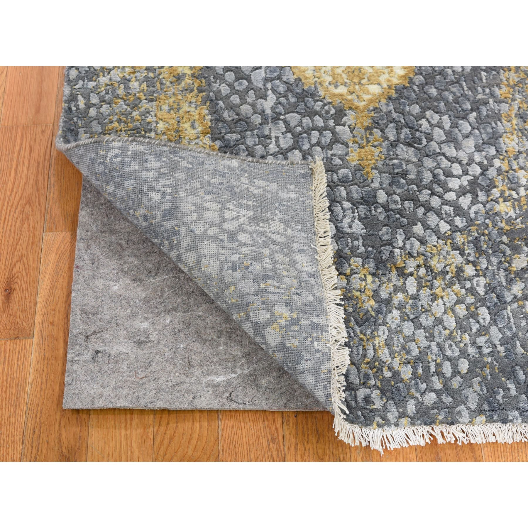 3-x8- Gray-Gold Persian Design Wool And Pure Silk Hand Knotted Oriental Rug