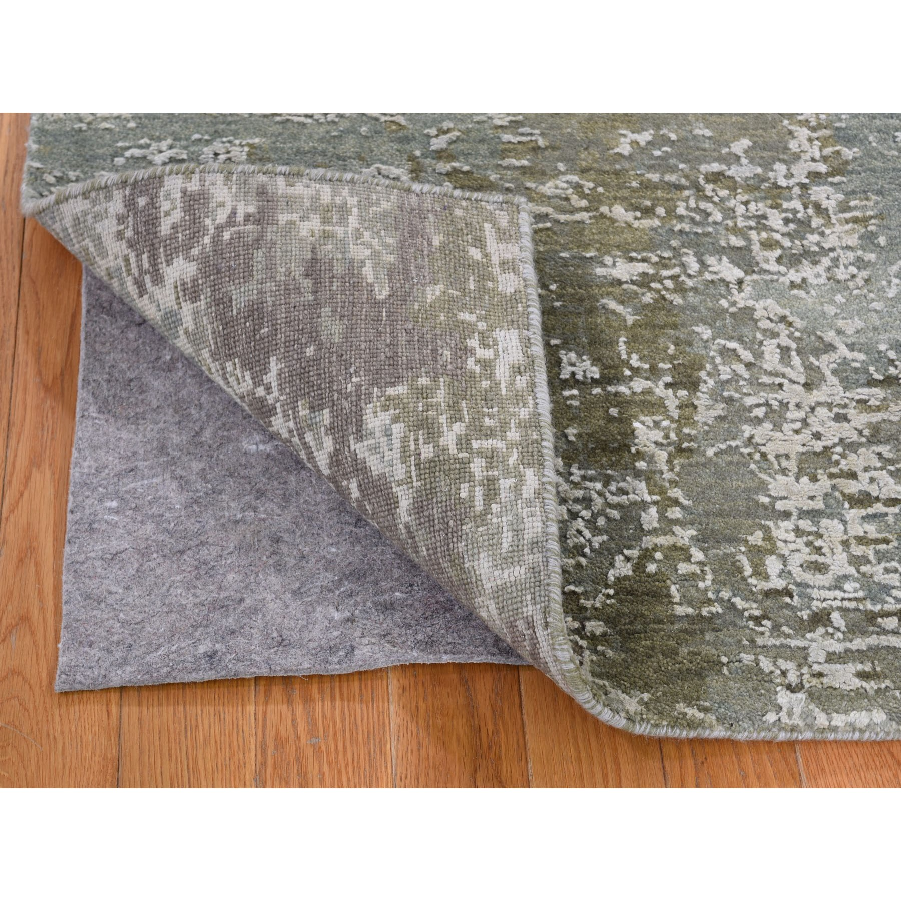 5'x7' Gray Abstract Design Wool And Pure Silk Hand Knotted Oriental Rug