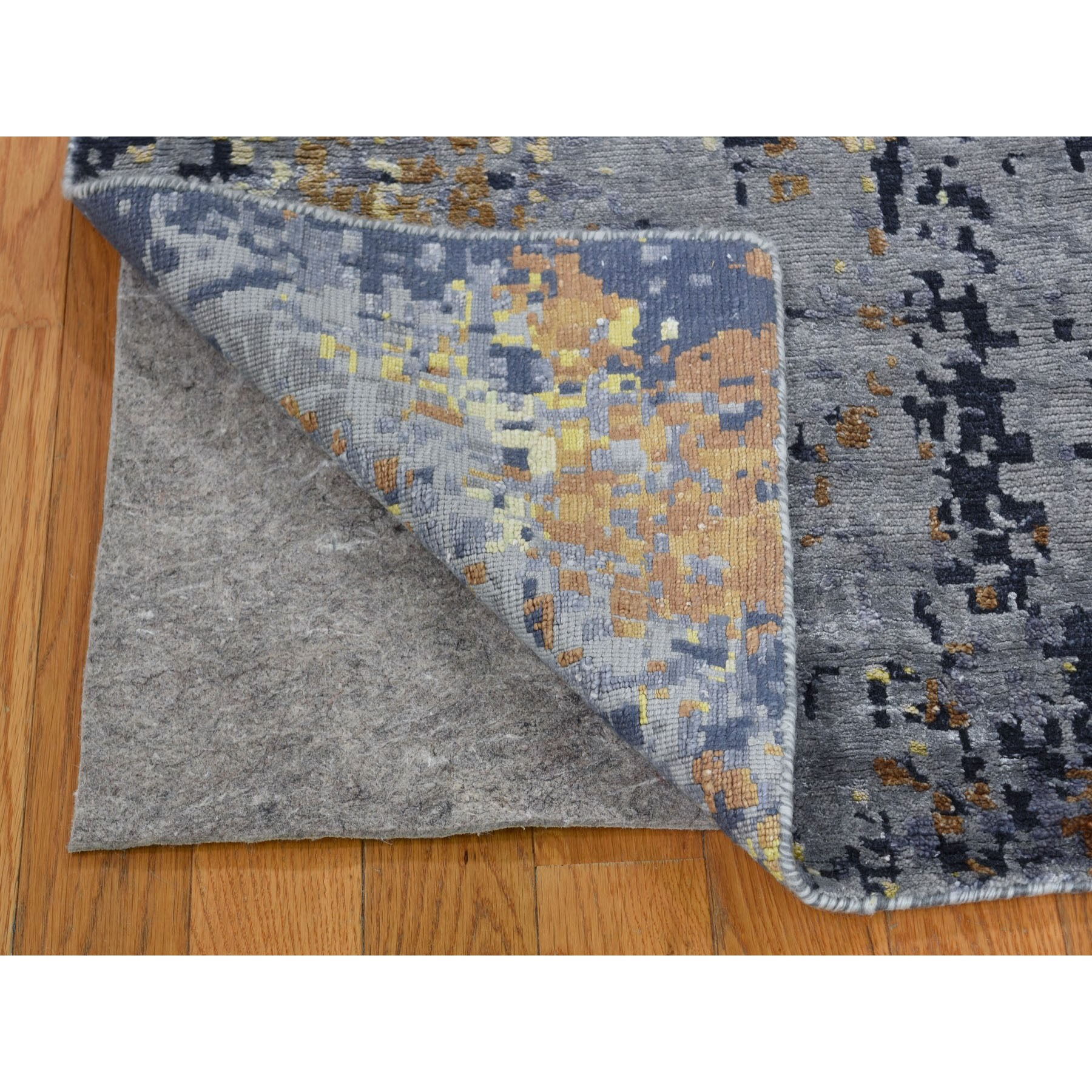 6-x9- Gray Abstract Design Wool and Silk Hi-Low Pile Hand Knotted Oriental Rug