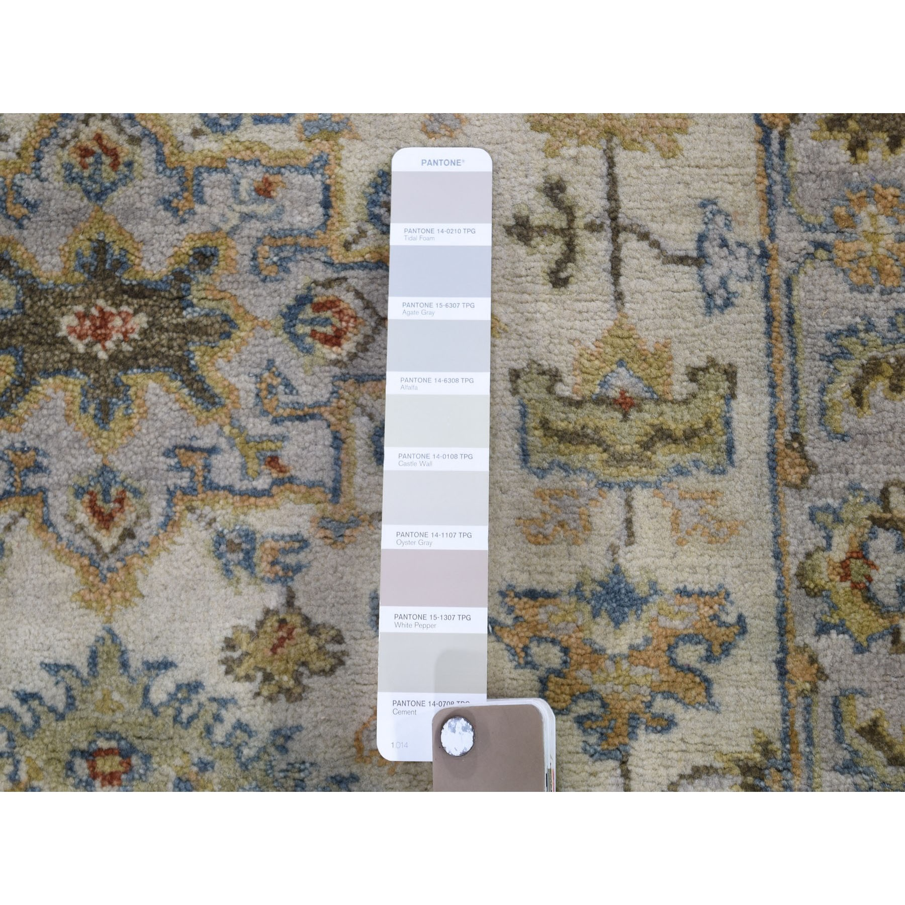 "2'7""x6' Ivory Karajeh Design Pure Wool Runner Hand Knotted Oriental Rug"