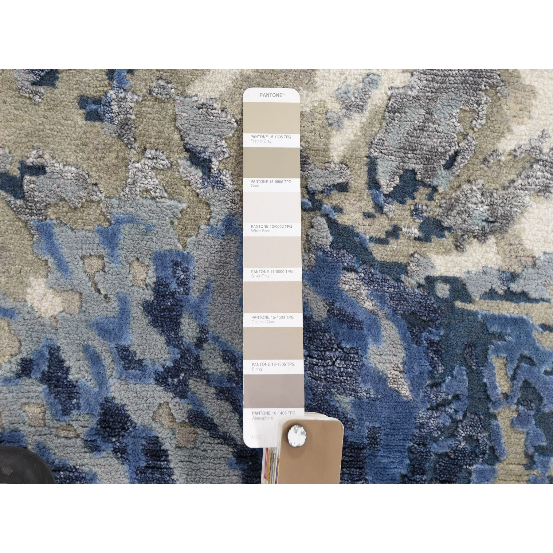 """2'x2'10"""" Abstract Design Wool and Silk Hi-low Pile Hand Knotted Oriental Rug"""