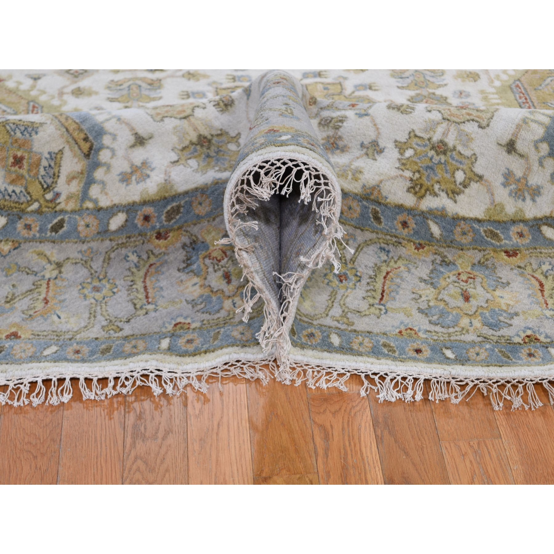 "7'2""x7'2"" Round Ivory Karajeh Design Pure Wool Hand Knotted Oriental Rug"