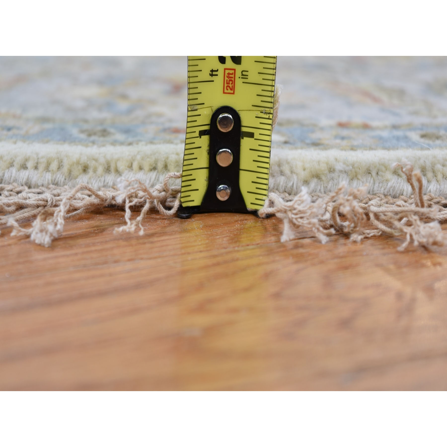 "4'1""x4'1"" Round Ivory Karajeh Design Pure Wool Hand Knotted Oriental Rug"