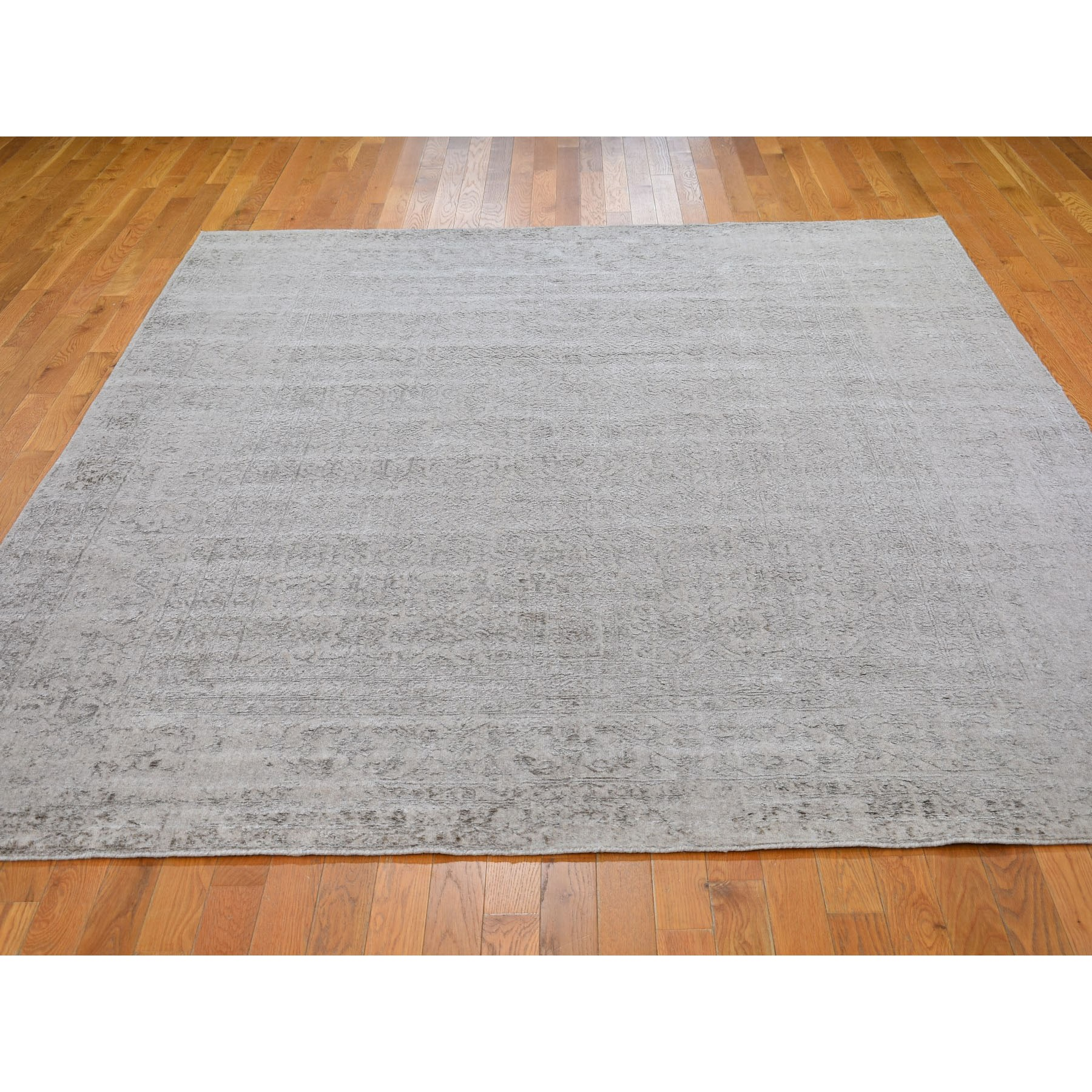 7-10 x9-9  Taupe Fine Jacquard Hand Loomed Modern Wool And Art Silk Oriental Rug