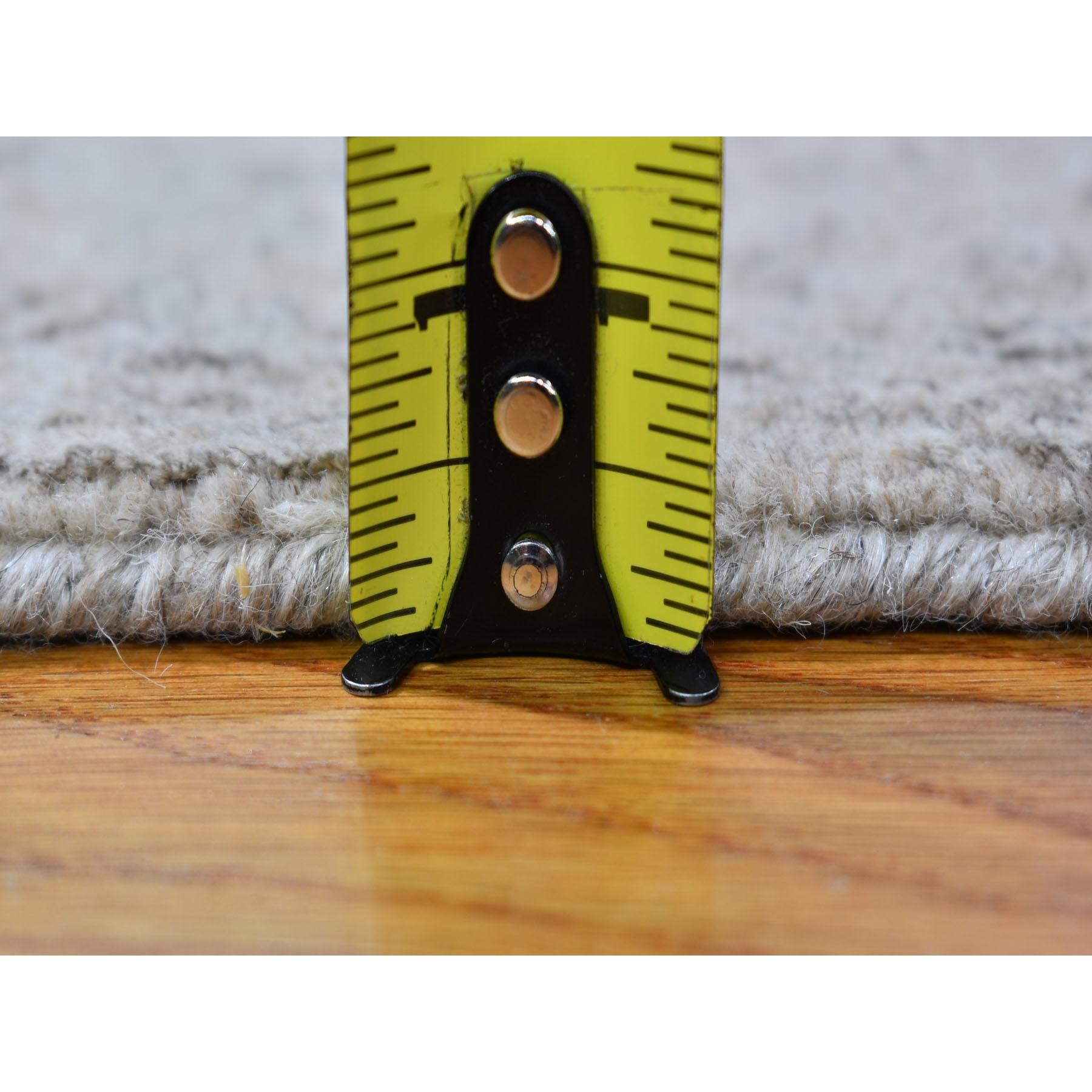 2-5 x10- Gray Fine jacquard Hand Loomed Modern Wool And Art Silk Runner Oriental Rug