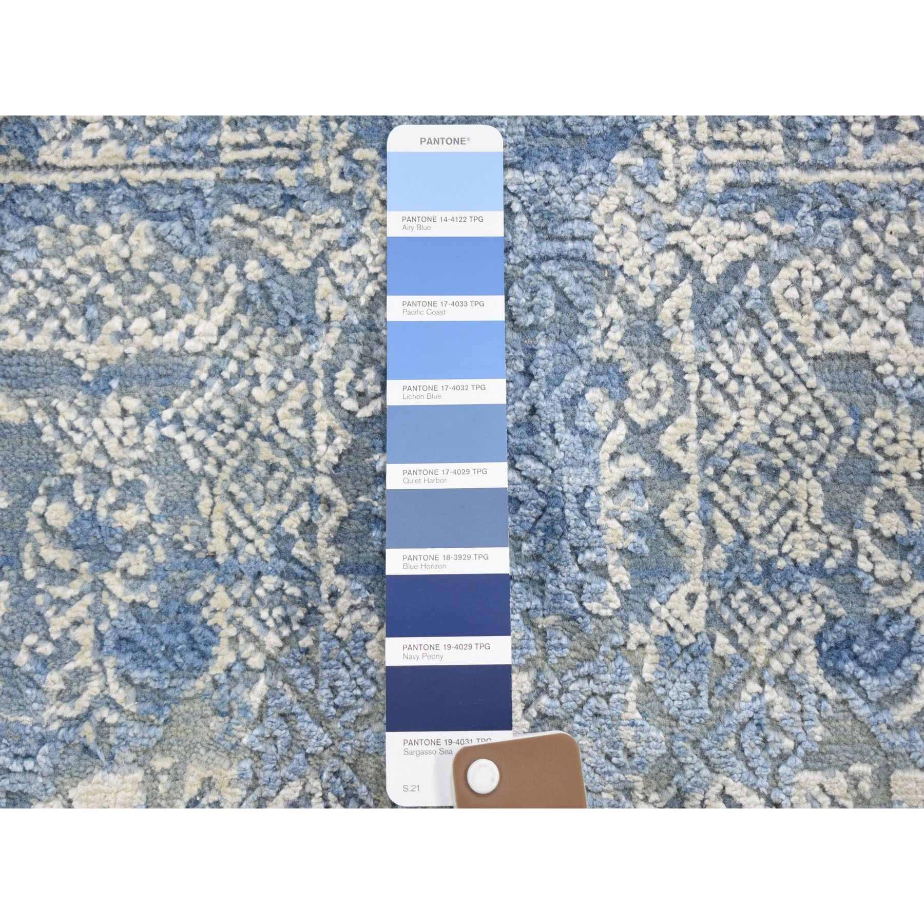 4'x4' Round Blue Wool And Pure Silk Jewellery Design Hand Knotted Oriental Rug