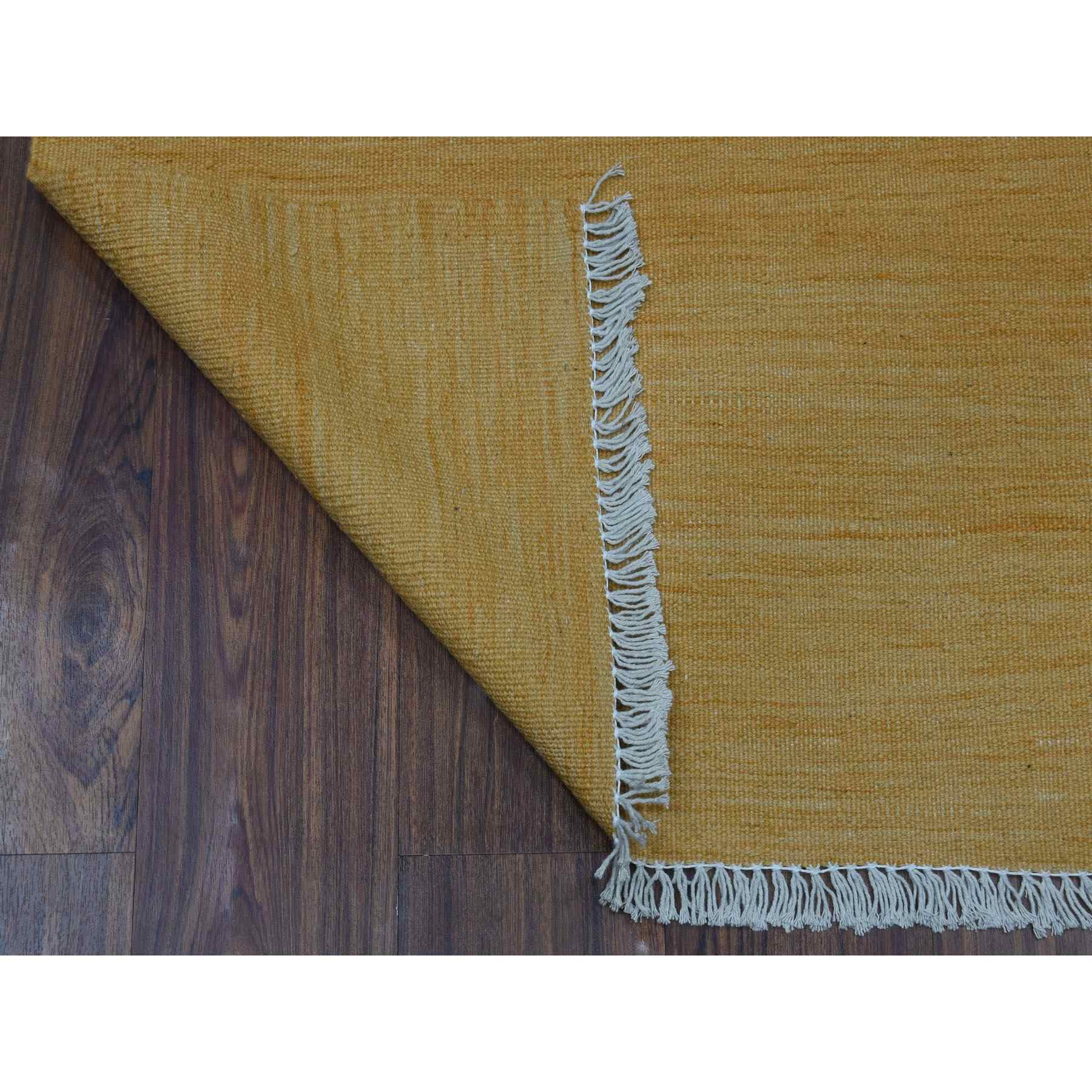 """2'6""""x6'8"""" Gold Shades Reversible Kilim Pure Wool Hand Woven Runner Oriental Rug"""