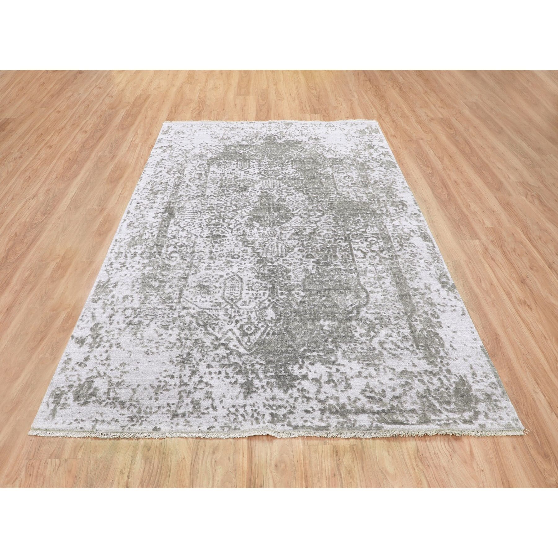 6'x9' Grey Broken Persian Design Wool And Pure Silk Hand Knotted Oriental Rug