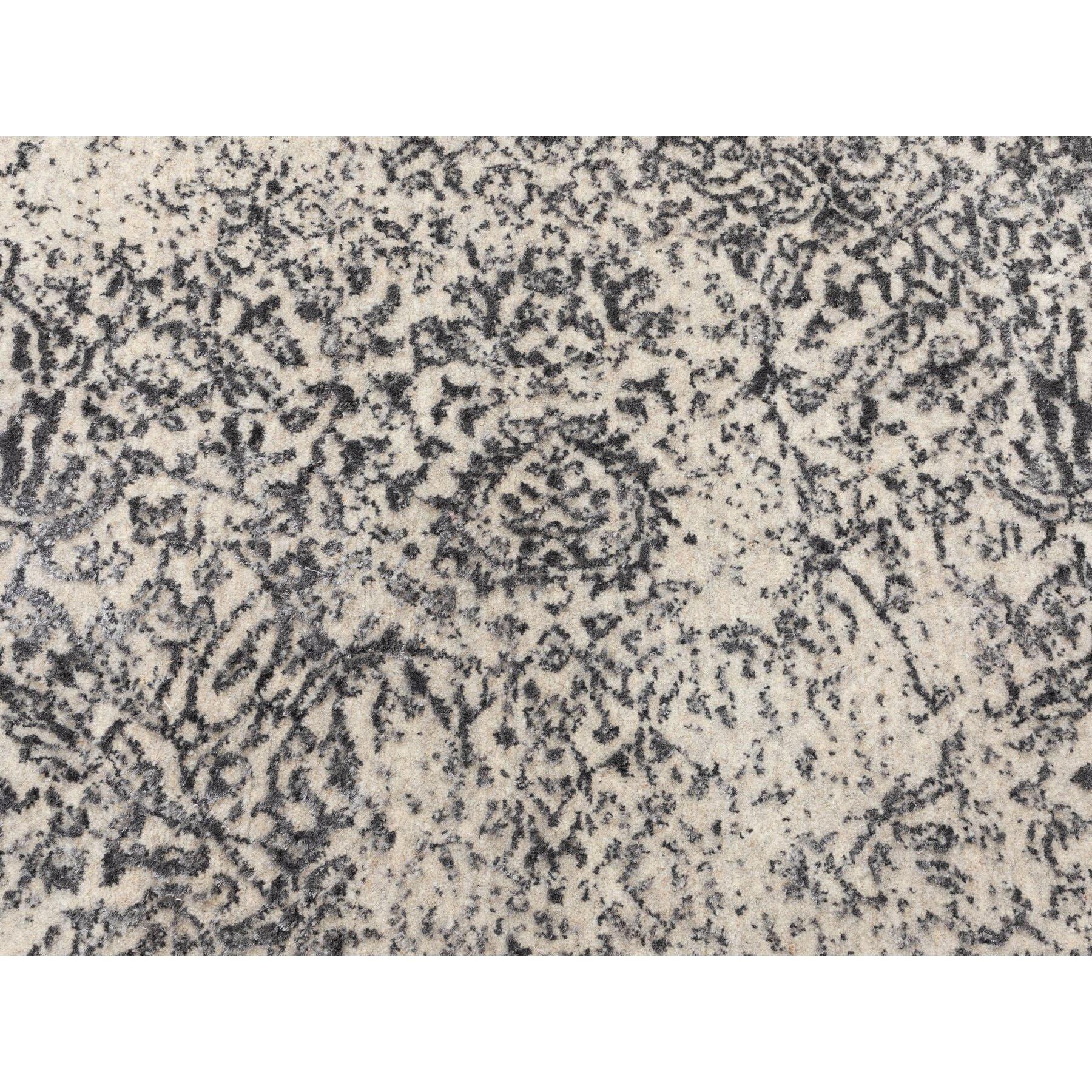 "5'10""x5'10"" Round Fine jacquard Hand Loomed Erased Design Wool And Silk Oriental Rug"